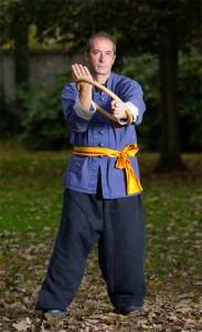 Eric Niel - exercice avec le cerce en rotin