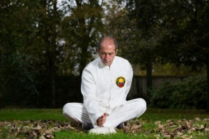 Exercices de Chi Cong martial, la main d'acier. meditation, chi cong, médecine chinoise, art martiaux